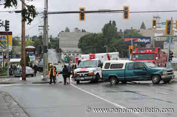 Crash causes injuries, traffic tie-ups in downtown Nanaimo - Nanaimo News Bulletin