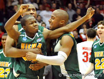 Former Siena great Ronald Moore playing in bubble