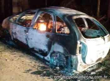 Carro furtado em Indaial é encontrado queimado em Ascurra - O Município Blumenau