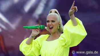 Plopp! Katy Perry ekelt sich vor ihrem Babybauch-Bauchnabel - Gala.de