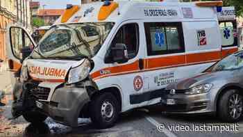 Scontro tra ambulanza e un'auto in via Pianezza, due feriti - La Stampa