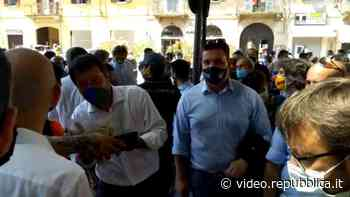 Codogno, in fila per un selfie con Salvini: per il leader della Lega anche regali e cibo - La Repubblica