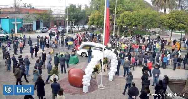 Municipalidad de Peñaflor realizó masivo homenaje para concejal que murió por Covid-19 - BioBioChile