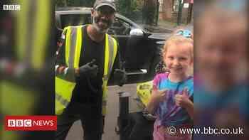 Ashton-under-Lyne girl surprises deaf delivery driver by signing