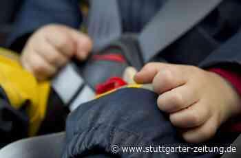 Radolfzell im Kreis Konstanz - Kleinkind schließt sich im Auto ein – Feuerwehr muss anrücken - Stuttgarter Zeitung
