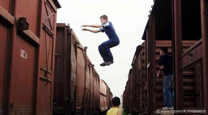 Trento, giovane muore facendo parkour sul tetto di un treno in Valsugana - TGCOM