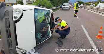 Trento, auto si ribalta sulla tangenziale nord - Trentino