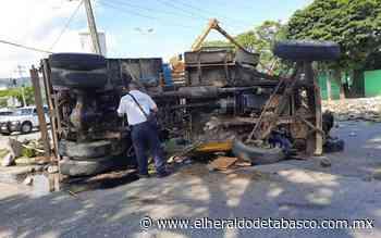 Aparatosa volcadura de un volteo deja dos heridos en Teapa - El Heraldo de Tabasco