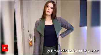Zareen Khan showcases her funny side with a hilarious video - Times of India