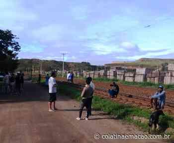 Vídeo   Pescadores de Colatina fecham estrada de ferro em protesto contra corte de auxílio da Renova - Colatina em Ação