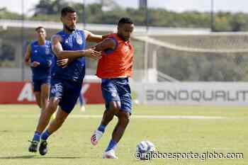 Roger Machado comanda treino tático com elenco do Bahia - globoesporte.com