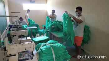 Detentos do presídio de Santa Cruz do Capibaribe produzem capotes para doar a hospitais - G1