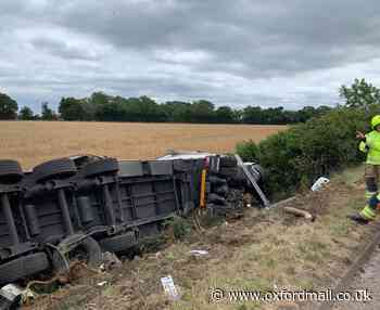 Lorry overturns after crashing off M40 near Bicester