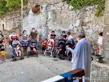 All'Ecce Homo di Ragusa, la benedizione dei bambini - RagusaOggi