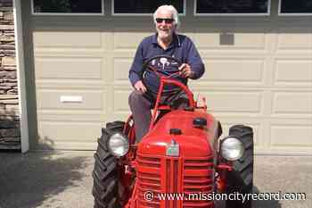 PHOTOS: South Surrey tractor project evokes '$1-million smile,' helps connect neighbours - Mission City Record