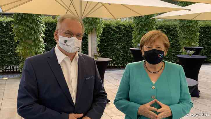 Kanzlerin Angela Merkel zeigt sich erstmals öffentlich mit Corona-Maske - RTL Online