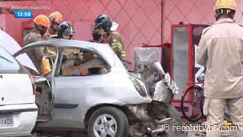 Carro explode durante abastecimento com GNV em Campos dos Goytacazes (RJ) - Record TV