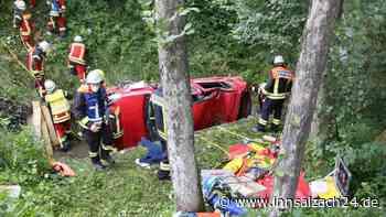 Pleiskirchen: Unfall auf AÖ19 - Auto überschlägt sich mehrfach - schwer verletzter Fahrer eingeklemmt - innsalzach24.de