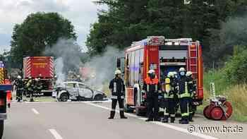 Auto überschlägt sich auf A7 – Insassen nur leicht verletzt - BR24