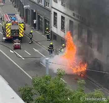 Auto brennt in der Nauenstrasse lichterloh - Telebasel