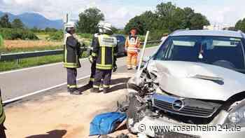 Lenker kracht in Stauende: Unfall mit vier Fahrzeugen und zwei Verletzten auf der A8