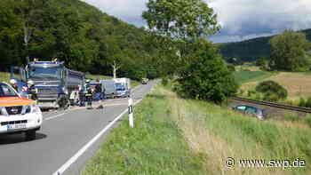 Unfall B28 Blaubeuren: Überholmanöver in der Kurve: Eine Schwerverletzte nach Zusammenstoß mit Sattelzug - SWP