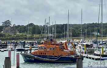 Yarmouth RNLI rescue yacht aground off Hurst Castle - rnli.org