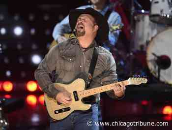 Review: At $100 per car, was Garth Brooks' drive-in concert worth leaving the house for? - Chicago Tribune