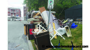 Sherbrooke green patrol on the hunt for unregistered garbage - Sherbrooke Record