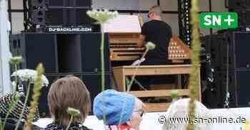 Weltstar Cameron Carpenter spielt Konzert im Lkw vor Seniorenheim in Stadthagen - Schaumburger Nachrichten