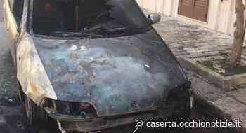 Paura a Gricignano d'Aversa, auto prende fuoco durante le manovre di parcheggio: immediati i soccorsi - L'Occhio di Caserta