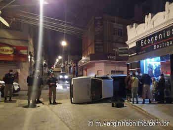 Carro capota em cruzamento após ser atingido por outro veículo, em Varginha - Varginha Online