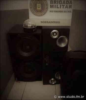 Brigada Militar de Sobradinho autua quinze pessoas em festa clandestina | Rádio Studio 87.7 FM - Rádio Studio 87.7 FM