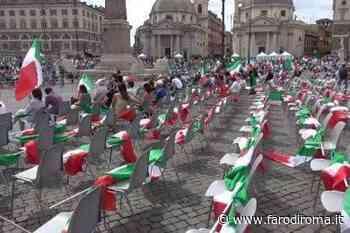 La Destra non riempie le 4 mila sedie di piazza del Popolo. Patetica raccolta firme pro Berlusconi - Farodiroma