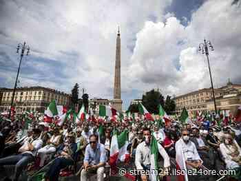 Il centro-destra in Piazza del Popolo: sedie e bandiere tricolore - Il Sole 24 ORE