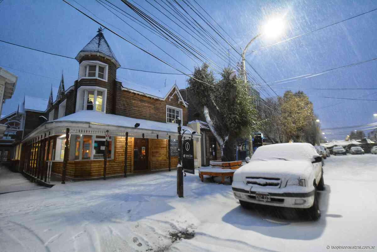 Río Gallegos amaneció pintada de blanco: ¿hasta cuándo sigue la nieve? - La Opinión Austral