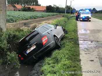 """37-jarige bestuurder crasht met Mercedes in gracht: """"Ik was de passagier hoor"""""""