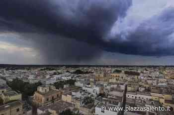 """""""Tempesta perfetta"""" di mezza estate con pioggia violenta e grandine. A Gallipoli imbarcazioni alla deriva e un bagnante disperso recuperato. Molte le strade di Casarano allagate - Piazzasalento"""
