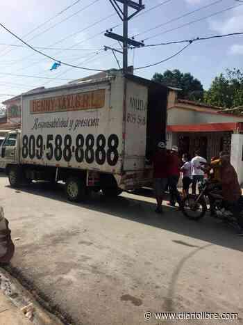 Alcalde de Arenoso que dio positivo a COVID-19 dirige operativo de reparto de alimentos el sábado - Diario Libre