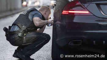 Zu tief, zu breit, zu laut: Rosenheimer Polizei zieht mehrere Autos aus dem Verkehr