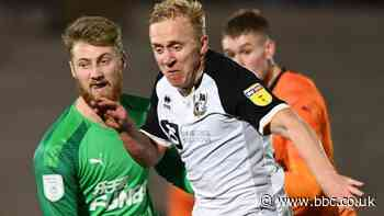 Mark Cullen: Port Vale striker signs contract for 2020-21 season