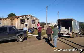 Auxílio: Defesa Civil entrega 700 telhas no distrito de Taquara Verde - Caçador Online
