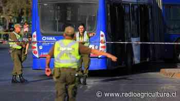 Irresponsable: operador del Transantiago realizó arriesgada maniobra en La Pintana que puso en riesgo a los pasajeros - Radio Agricultura