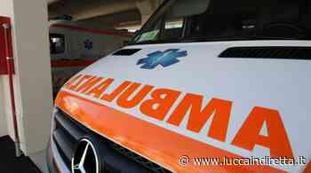 Scontro auto-moto a Lido di Camaiore, centauro in ospedale - LuccaInDiretta