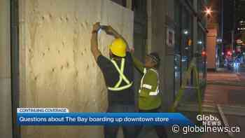 Toronto Hudson's Bay store boards up windows, removes coverings day later | Watch News Videos Online - Globalnews.ca
