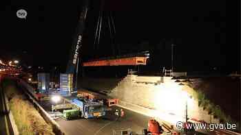 """""""Keerbrug"""" naar Zwijndrecht geïnstalleerd over E17 in Kruibeke - Gazet van Antwerpen"""