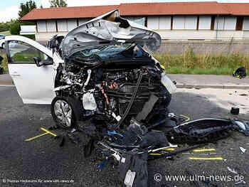 Frontal in Elektroauto geprallt - Vier Verletzte und hoher Sachschaden