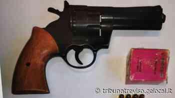 Spresiano, si finge poliziotto e minaccia la prostituta sotto casa con un revolver - La Tribuna di Treviso