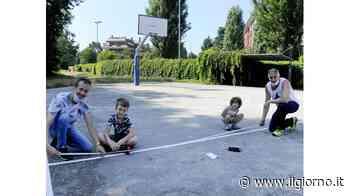 Al lavoro nel playground di Assago Papà e figli insieme a canestro - IL GIORNO