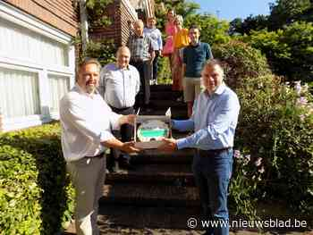 Unizo bedankt lokaal bestuur Beerse voor cadeaucheques - Het Nieuwsblad